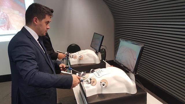 Simuladores disponíveis para congressistas do XVII Congresso SBCBM treinarem técnicas de videolaparoscopia.