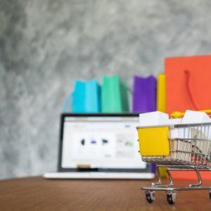 sacolas-para-laptop-e-compras-conceito-de-compras-on-line_1423-189
