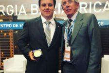 Membros titulares recebem medalha em comemoração dos 20 anos da SBCBM